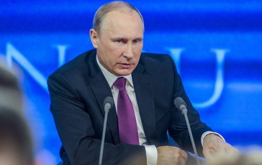 Foto Putin - Orso Incombente   RotoNotizie