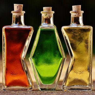 composizione bottiglie colorate